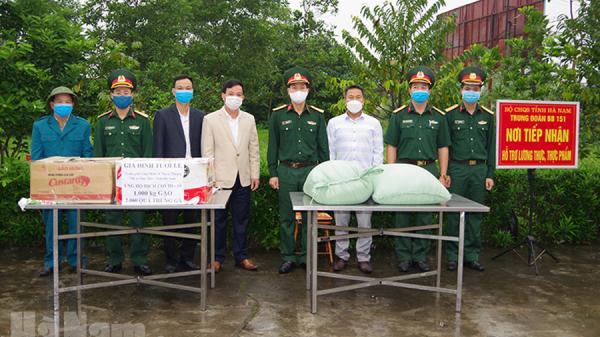 Hà Nam: Một gia đình tặng 2000 quả trứng và 1 tấn gạo cho khu cách ly Trung đoàn 151
