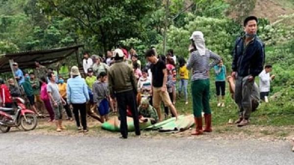 Hòa Bình: Xe công nông chở xi măng lao xuống vực sâu 30 m, 2 người tử vong
