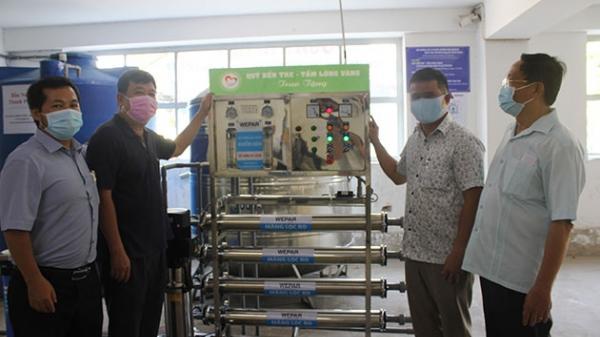 Bến Tre: Bàn giao 11 máy lọc nước cho người dân vùng hạn, mặn