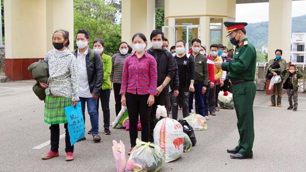 Lào Cai tiếp nhận 26 công dân hoàn thành cách ly từ Lai Châu