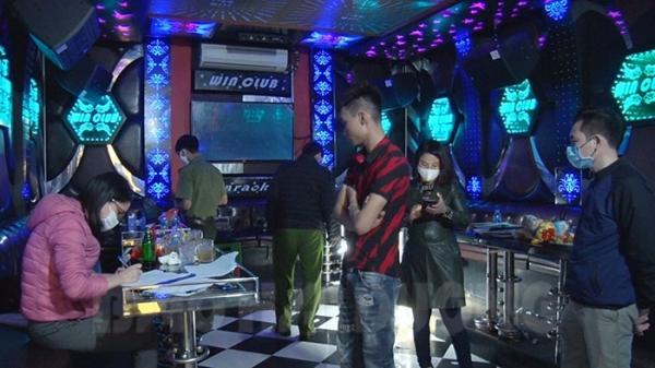 Tứ Kỳ phát hiện quán karaoke có 10 khách hát lúc nửa đêm