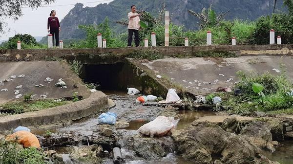 Huyện Kim Bôi: Nhức nhối tình trạng xả rác bừa bãi ở vùng nông thôn