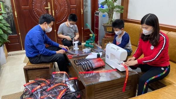 Gia đình cô giáo cấp 2 ở Hưng Yên làm mặt nạ chống COVID-19 tặng miễn phí nhiều đơn vị