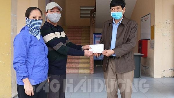 Hải Dương: 2 vợ chồng người bán rau ủng hộ 10 triệu đồng phòng chống dịch