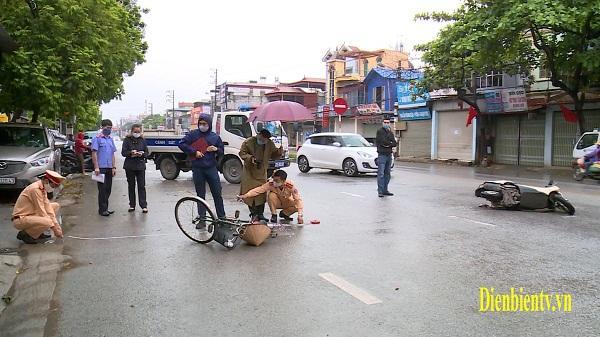 Điện Biên: Xe máy va chạm xe đạp, 1 người bị thương nặng