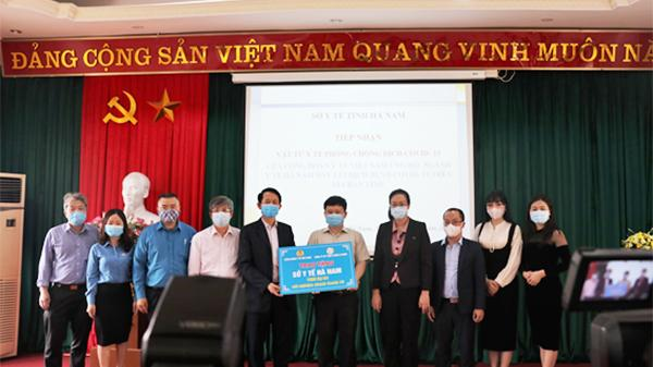 Trao 2000 bộ Kit xét nghiệm nhanh COVID-19 tại Hà Nam, Ninh Bình