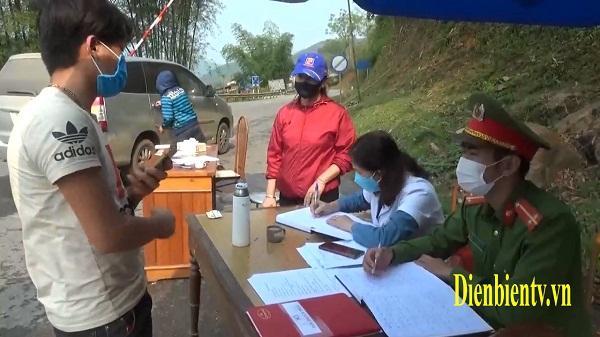 Điện Biên: Hàng ngàn người được kiểm tra tại 2 chốt kiểm soát dịch COVID-19