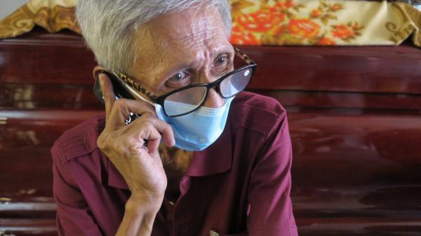 Bác bảo vệ già vô gia cư được một cặp vợ chồng nhận nuôi