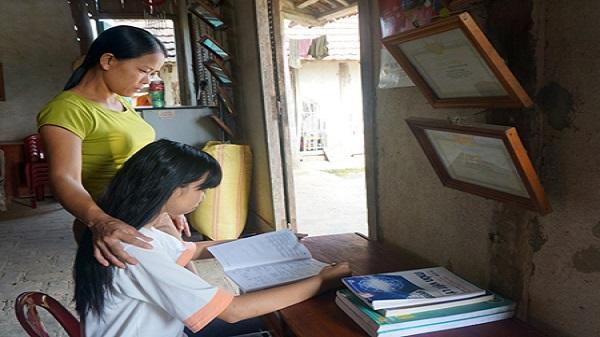 Thán phục nghị lực vượt khó để đặt chân đến giảng đường Đại học Dược của cô bé nghèo Yên Bái