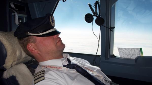 Úc: Phi công bất tỉnh trên không suốt 40 phút