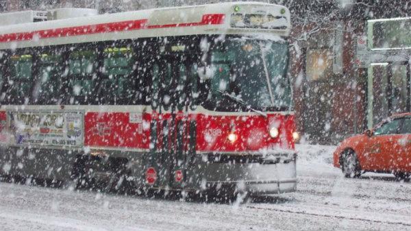 DỰ BÁO THỜI TIẾT: Mưa kèm theo tuyết rơi sẽ t ấn c ông Ontario vào tuần này