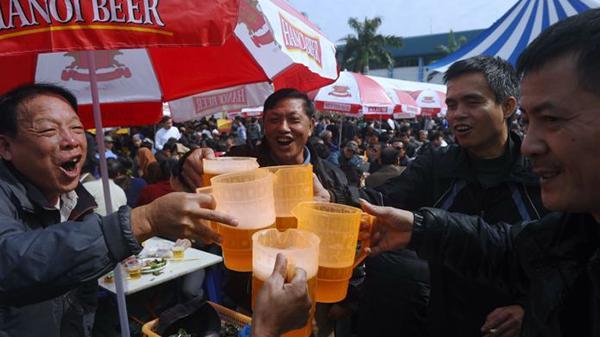 Việt Nam nhất thế giới về gia tăng uống bia rư ợu