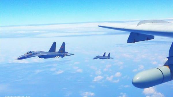 Đẳng cấp quân sự Nga là đây - 6 tiêm kích Su-57 tháp tùng TT Putin đi thị sát hệ thống v ũ kh í mới