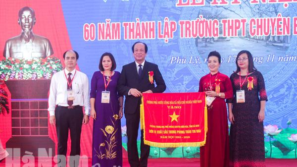 Hà Nam: Các đồng chí lãnh đạo đến dự, chúc mừng các thầy cô giáo nhân Ngày Nhà giáo Việt Nam