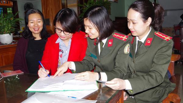 Hà Nam: Đến tận nhà người dân làm thủ tục cấp hộ chiếu cho nữ sinh bị b.ện.h
