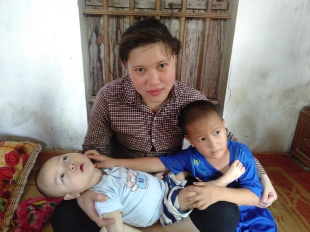Chị Hoa chỉ hi vọng cứu lấy một đứa con để làm chỗ dựa cho đứa còn lại.