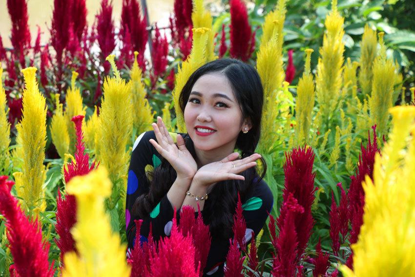 Ngắm vẻ đẹp trăm hoa đua nở ở làng hoa lớn nhất miền Tây