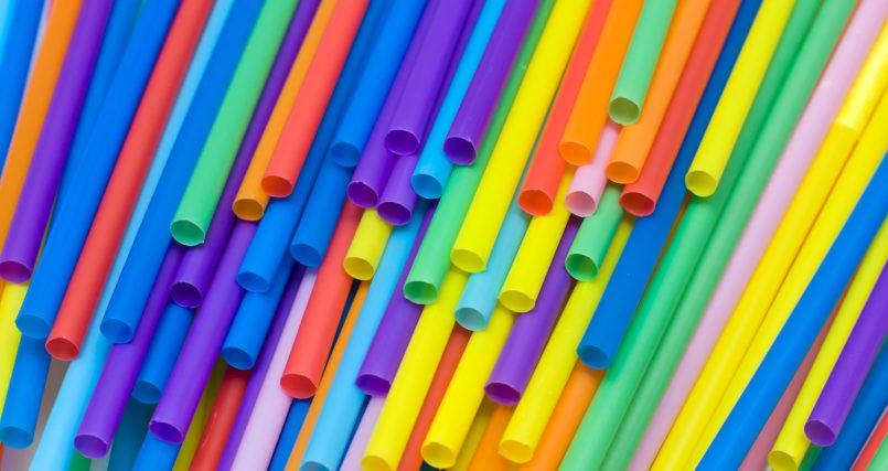 Ống hút nhựa với tuổi đời sơ sơ là 500 năm sẽ có hại cho môi trường lẫn sức khoẻ của con người.