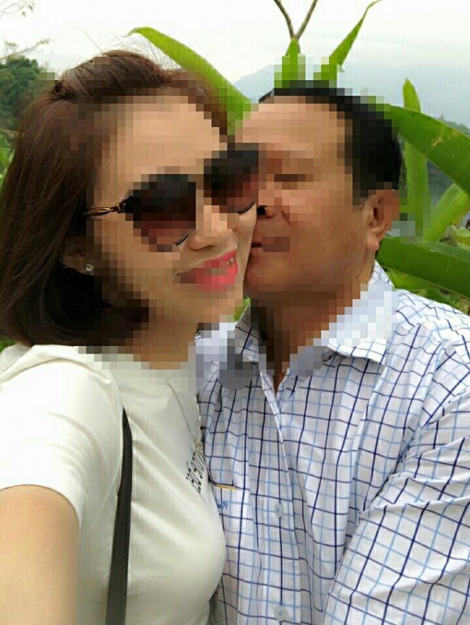Hình ảnh thân thiết của vợ anh Trung và ông Xem được con gái anh phát hiện lưu trong điện thoại