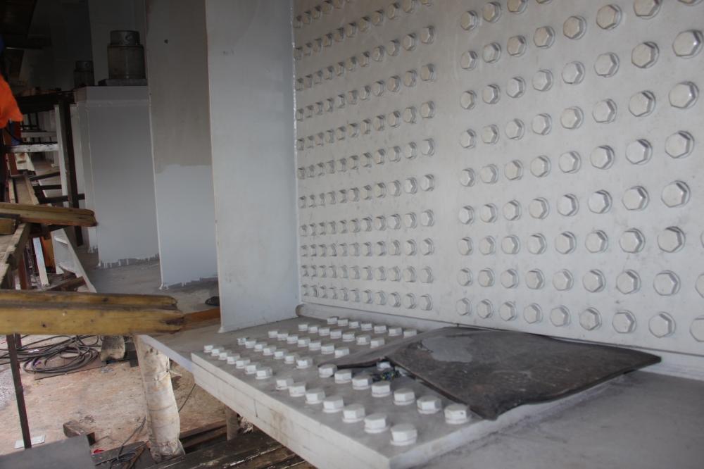 Nhà thầu đã tiến hành thay các đốt dầm bị nứt bằng các đốt mới để đảm bảo yêu cầu kỹ thuật