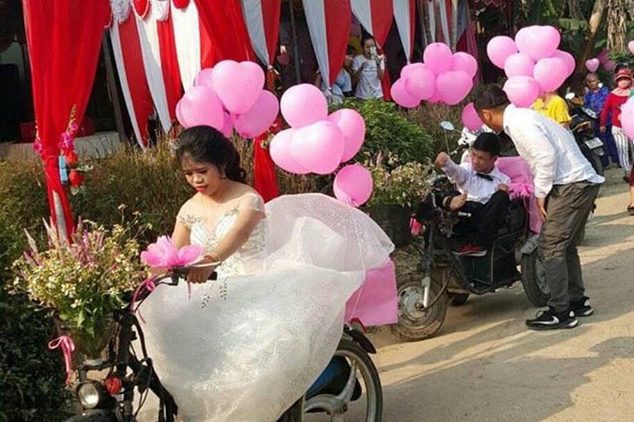 Lễ cưới đặc biệt trên xe lăn của cô dâu chú rể.
