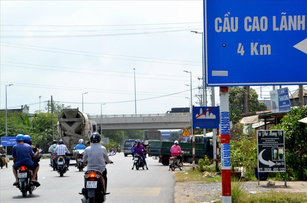 Đoạn đấu nối QL 30 vào cầu Cao Lãnh thường xuyên đông nghẹt, sẽ thêm nghiêm trọng khi cầu Vàm Cống thông xe. Ảnh: Lục Tùng