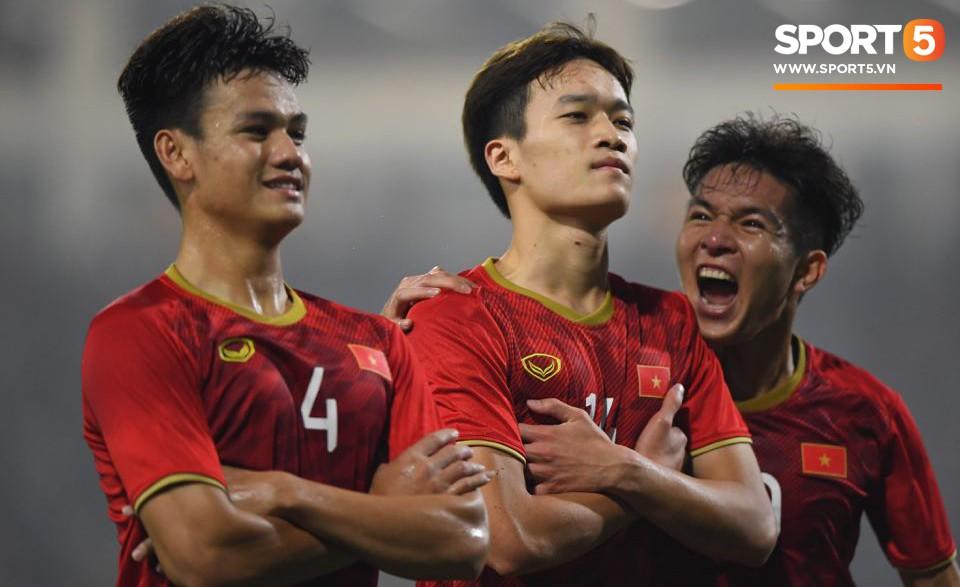 Sau tình huống ghi bàn của Hoàng Đức, chiến thắng gần như đã nằm chắc trong tay thầy trò HLV Park Hang-seo. Chúng ta đang có cơ hội lớn đi tiếp với tư cách là đội đứng đầu bảng K.