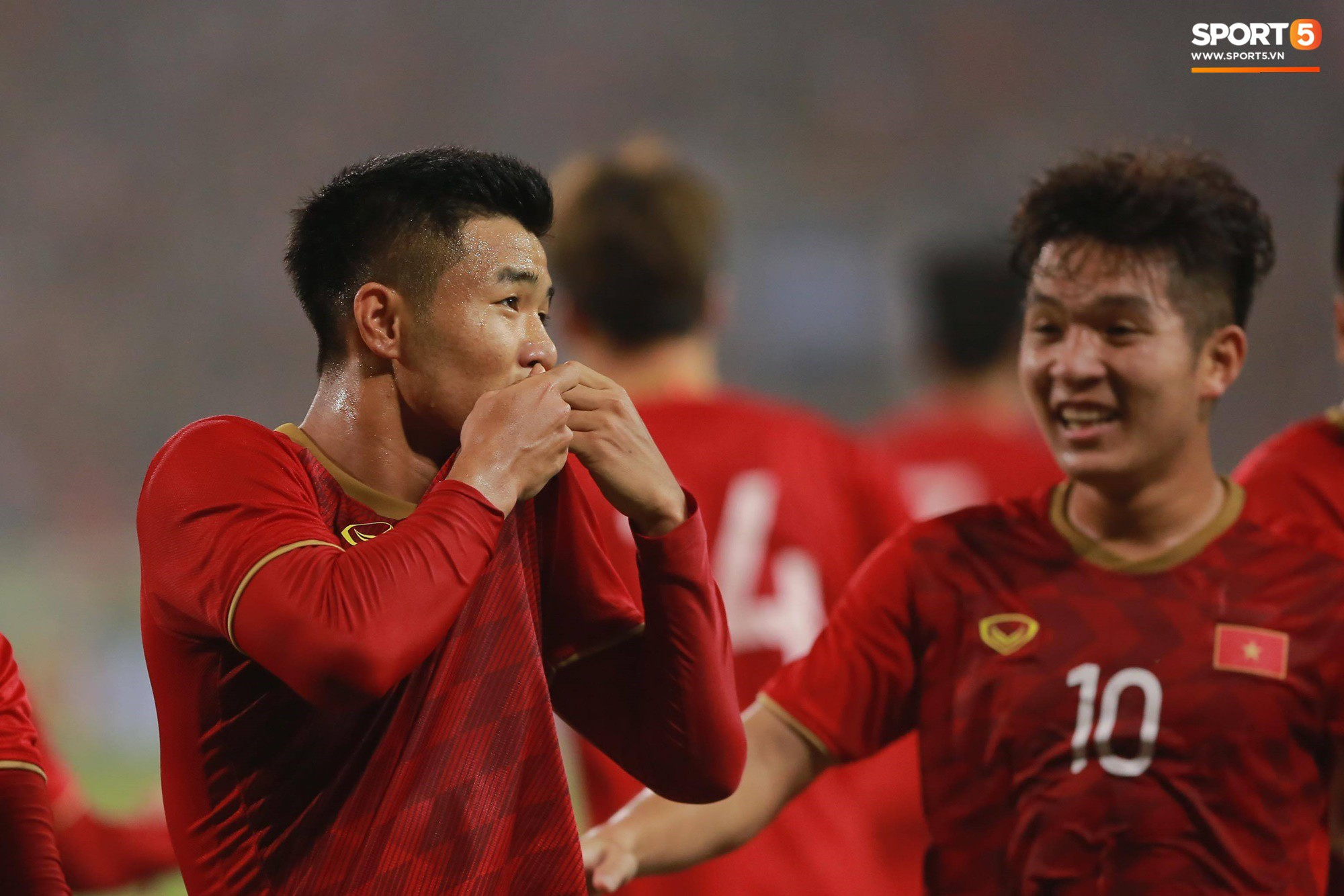 Hà Đức Chinh là người mở tỉ số sau tình huống thoát xuống và dứt điểm vô cùng đẳng cấp ở ngay phút thứ 16 của trận đấu.