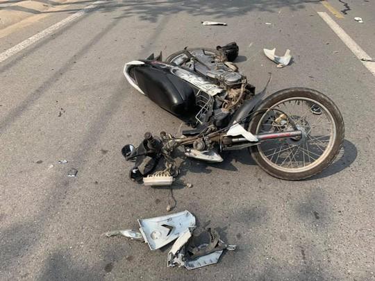 Một trong hai xe hư hại nặng