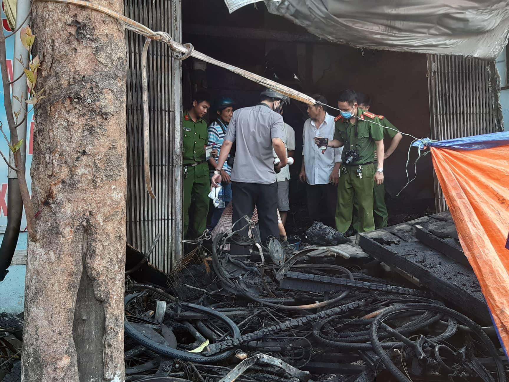 Hiện trường vụ cháy khiến 3 người trong 1 gia đình t.ử v.ong.