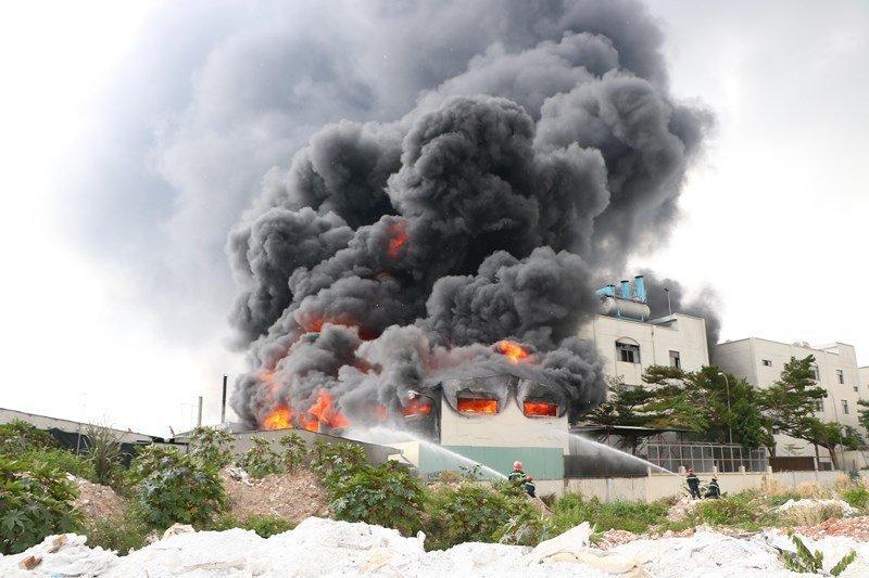 Hiện trường kinh hoàng từ vụ cháy. Ảnh: Lao Động & PLO