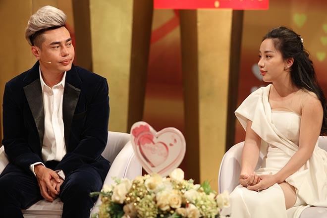 Cô cũng thường xuyên xuất hiện cùng chồng trong các talk show.