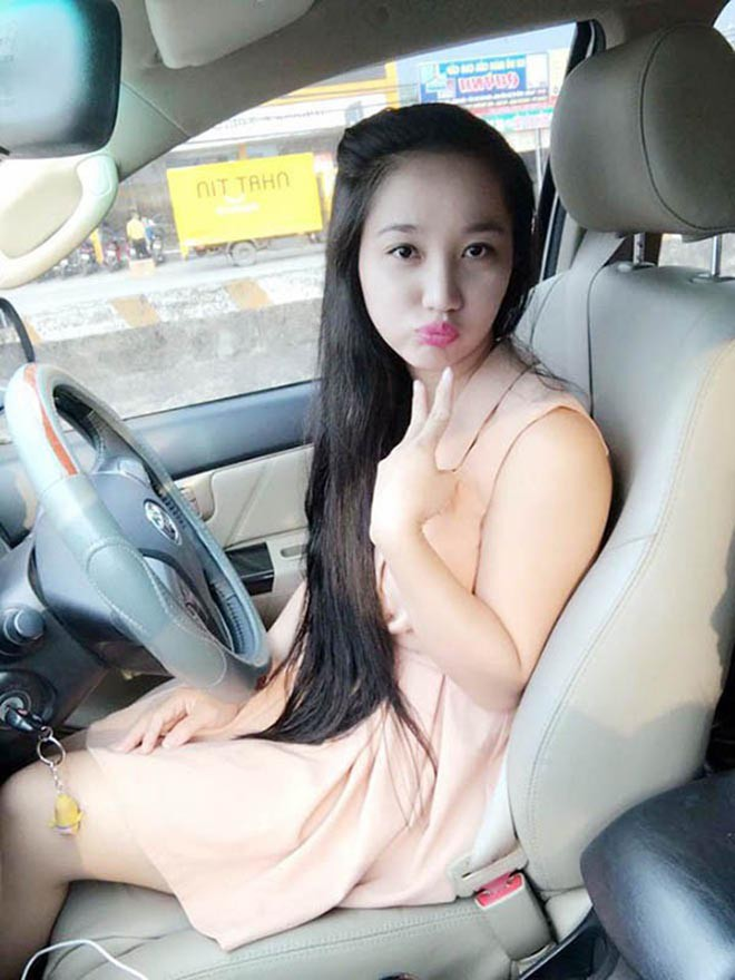 Do nam nghệ sĩ từng không biết lái xe nên Quỳnh Anh đảm nhận cả vai trò quản lý, trợ lý kiêm tài xế.