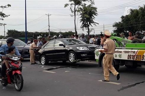 Chiếc xe ô tô chở nhóm 3 người tại hiện trường.