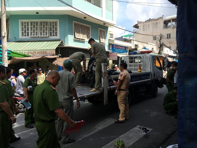 Cơ quan chức năng đến xử lý vụ tai nạn.