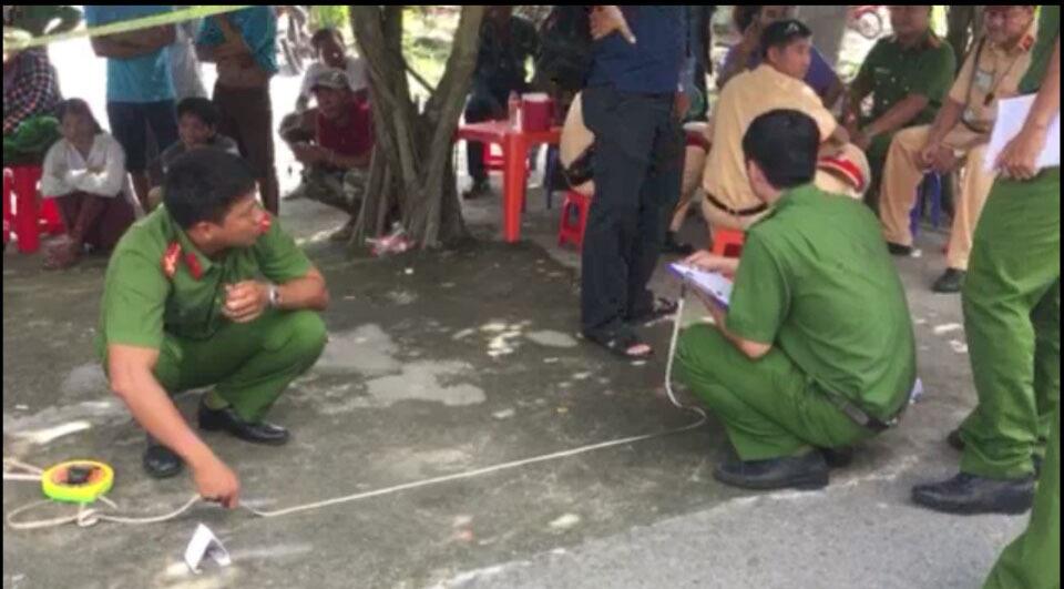 Cảnh sát khám nghiệm hiện trường vụ việc
