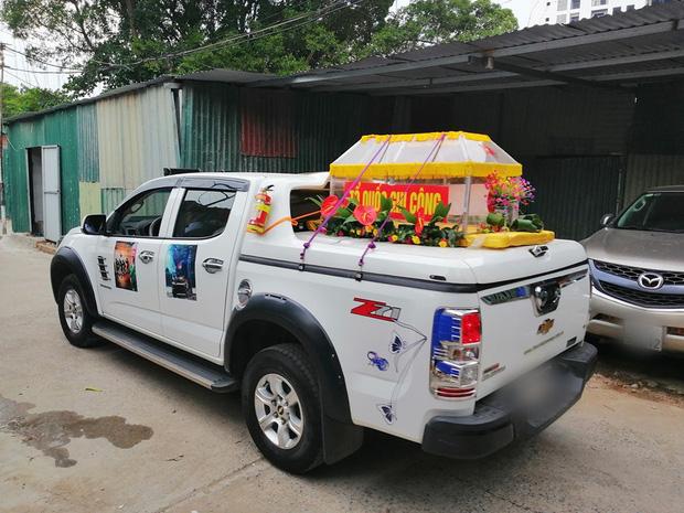 Chiếc ô tô bán tải chở linh xa được 2 người cựu chiến binh lái từ Hà Nội vào miền Tây - Ảnh: FB