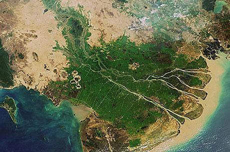 Phù sa bồi đắp cho ĐBSCL bị giảm, cùng với khai thác cát bừa bãi khiến quy trình kiến tạo bị đảo ngược.