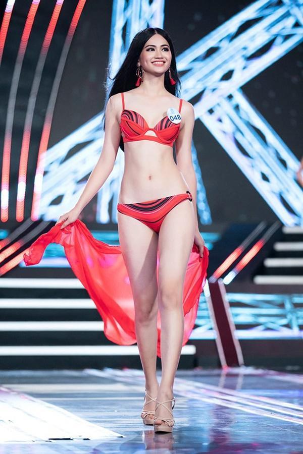Nguyễn Thu Phương sở hữu thân hình gợi cảm cùng nụ cười rạng rỡ.