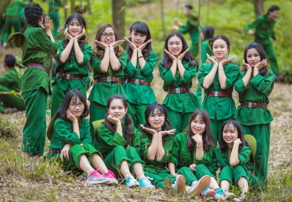 Phần lớn học sinh đều tán thành với ý tưởng này. Màu xanh áo lính mang đến sự gần gũi, thân thương về các chiến sĩ, qua đó phần nào thể hiện tình yêu Tổ quốc của thế hệ học trò.