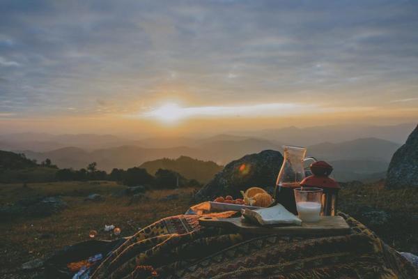 Đồng Cao là một cao nguyên nhỏ thuộc bản Gà, Thạch Sơn, Sơn Đông, Bắc Giang. Thuộc trung du miền núi Bắc Bộ, Đồng Cao lại có khí hậu trong trẻo, mát lành của miền núi. Tới đây, bạn sẽ cảm giác như lạc vào một thế giới khác, nơi có sự hoang dã, êm đềm của miền sơn cước. Ảnh: Haruka.