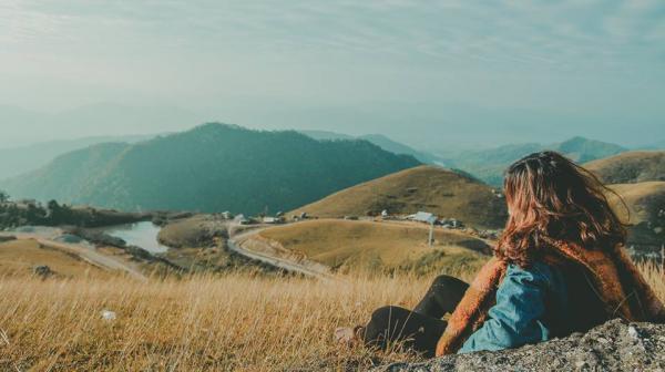Bước chân tới đây, bạn sẽ có cảm giác như mình là một du mục, hay một cô gái Digan mạnh mẽ, cá tính giữa những ngọn đồi hoang hoải. Ảnh: Haruka.