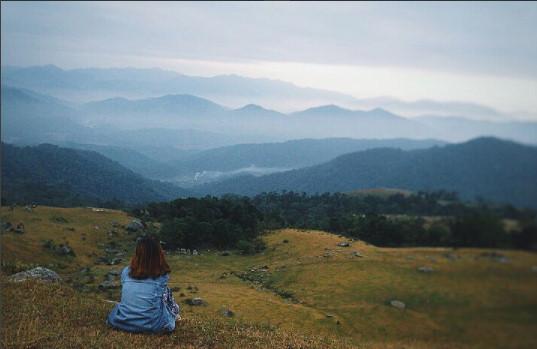 Đồng Cao được ví như Mẫu Sơn của Bắc Giang. Không khí, thiên nhiên ở đây vô cùng tuyệt diệu, mang đến một vẻ thư thái khi chúng ta hòa mình vào thiên nhiên, gạt bỏ những ưu tư phiền muộn của cuộc sống. Ảnh: Ngọc Esme.
