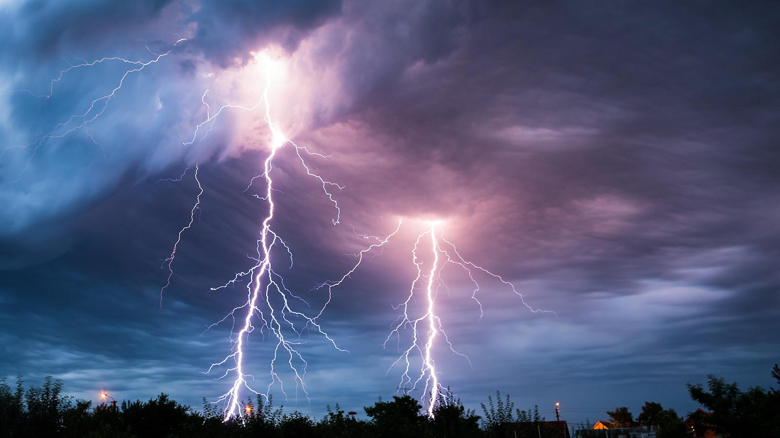 Cơn bão mặt trời ảnh hưởng nghiêm trọng đến tất cả các thiết bị điện tử trên Trái đất. Ảnh: Zing