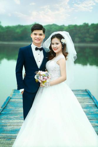 Bộ ảnh cưới của Trí - Trâm được thực hiện sau khi cô sinh con được một tháng.