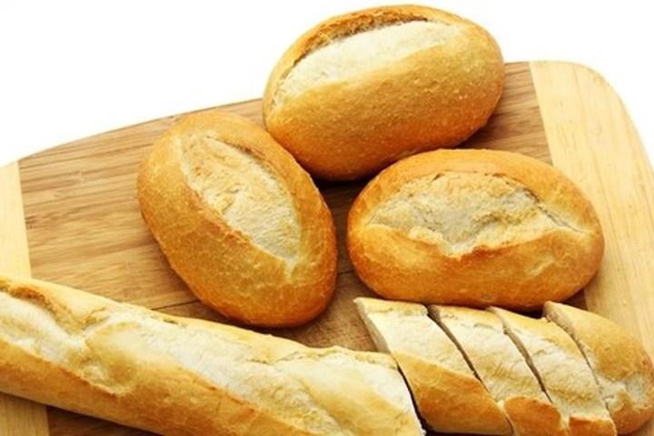 Cách giúp bạn đi ngàn dặm không bị say xe là ăn và ngửi bánh mì (Ảnh minh họa)