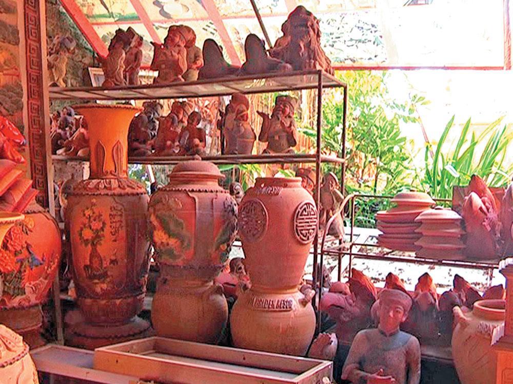 Sản phẩm của cơ sở sản xuất gốm làng Ngòi, xã Tư Mại. Ảnh Văn Vĩnh - Quốc Trường