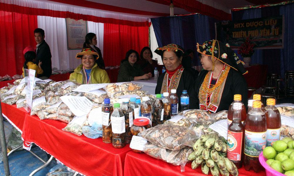 Gian trưng bày đặc sản của huyện vùng cao Sơn Động.