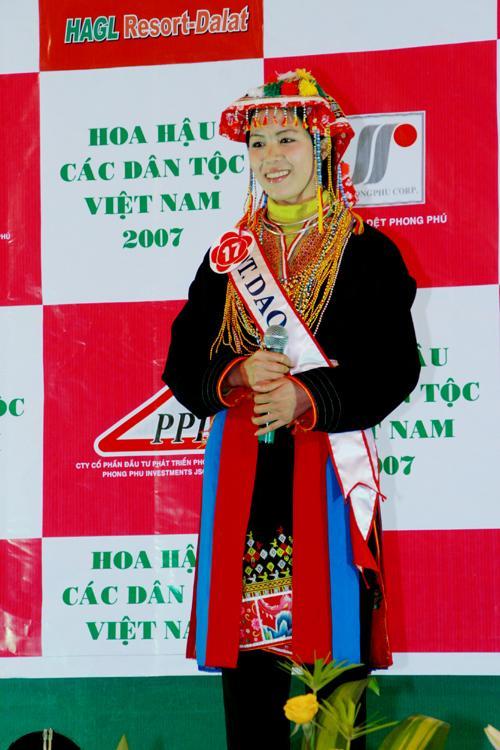 Hoa hậu Trịnh Thị Hương. Ảnh: VNU.EDU.VN