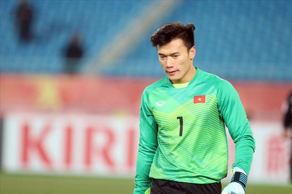 Bùi Tiến Dũng tỏa sáng tại U23 châu Á nhưng còn khá non so với thủ môn CLB Hải Phòng